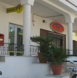 Rapina alle Poste di Ortelle: migrante mette in fuga i malviventi