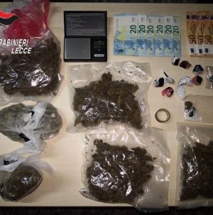 Sorpreso con mezzo chilo di marijuana e dosi di cocaina: arrestato 19enne