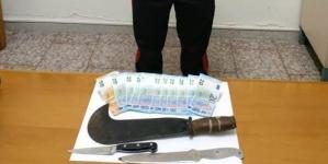 Estorce denaro per dissidi privati: arrestato 49enne