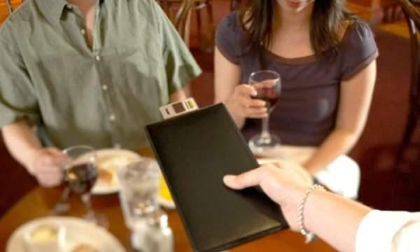 Cenano e fuggono via senza pagare: fermato gruppo di giovani turisti