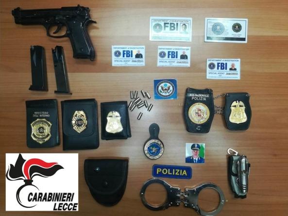 Si aggira con finti tesserini dell'FBI e gradi della Polizia di Stato: arrestato 55enne