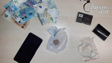 Sorpresi con eroina durante un controllo: due arresti dei Carabinieri