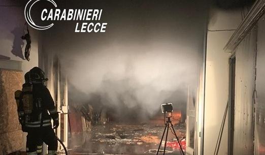 Incendio distrugge deposito agenzia di onoranze funebri: è di origine dolosa