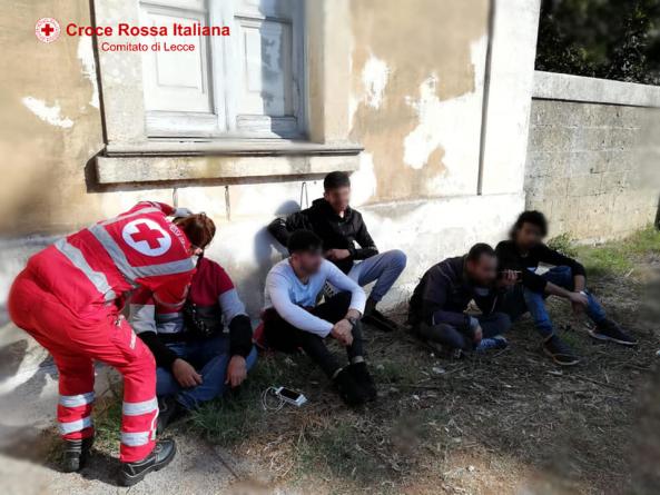 Nuovo sbarco a Capo di Leuca: soccorsi 25 migranti, alcuni sono feriti