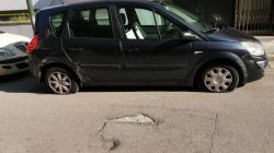 Pneumatici tagliati a decine di auto in sosta: vandali in azione a Tricase