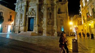 Rissa con accoltellamento nel cuore della movida di Lecce: ferito un 27enne