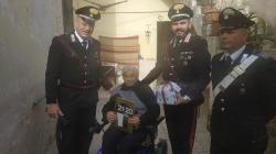 Anziana vittima di furto: Carabinieri trovano ladro e restituiscono refurtiva con regalo di Natale