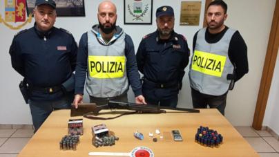 Nasconde droga ed un fucile in un casolare: arrestato 25enne